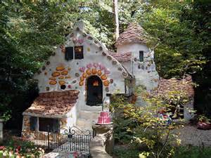 Fairy House www.decorating-ideas-for.com I