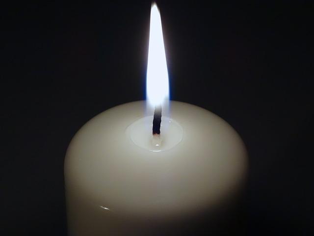 candle-487696_640